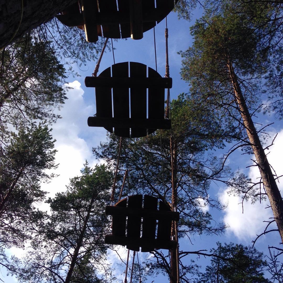 Это совсем не нло, это одно из препятствий на сложной веревочной трассе в GREENVALD Парк Скандинавия  Хотите провести выходной с пользой для здоровья и новыми эмоциями приезжайте к нам в парк Координаты: 60.287649, 29.744828