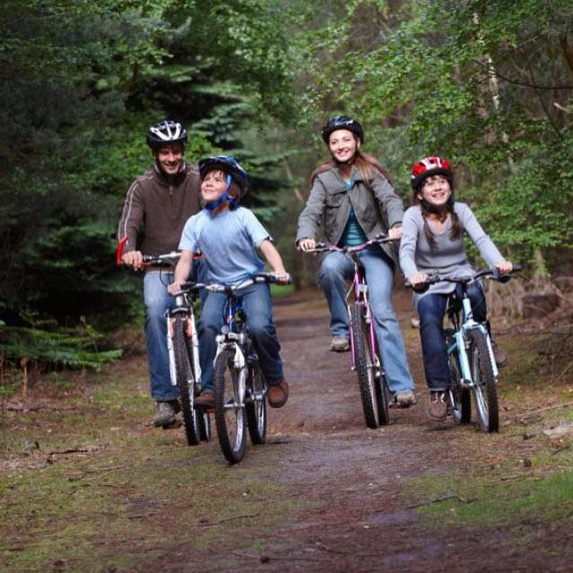 Любителям семейного активного отдыха GREENVALD Парк Скандинавия точно придется по душе! У нас есть велопрокат и потрясающие веломаршруты Лайт 2 км Спорт 5 кмПрофи 10 км🚴🚴🚴 Открытие совсем!