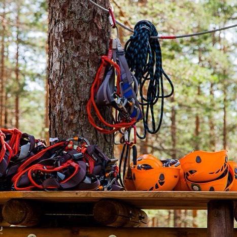 Осень уже на пороге и темнеть скоро начнет очень быстроGREENVALD Парк Скандинавия  заботится о безопасности своих гостей, поэтому с сентября веревочный парк работает  с 10.00 до 20.00! По всем вопросам звоните 929 92 46 Координаты: 60.287649, 29.744828