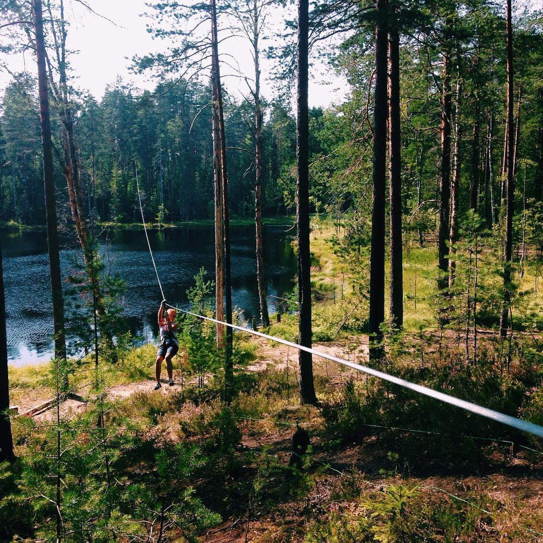 Один из самых потрясающих аттракционов GREENVALD Парк Скандинавия - 150 метровый троллей на озером! Дух захватывает от красоты и адреналина Координаты: 60.287649, 29.744828