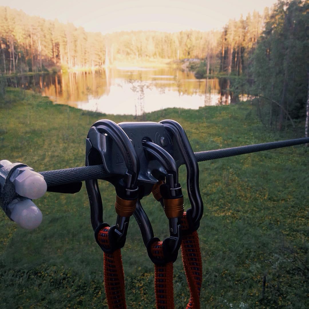 150 метровые Троллеи парка GREENVALD Парк Скандинавия  расположены по середине красивейшего озера Радужное🏻 Такой аттракцион точно  позволит вам почувствовать экстрим в полной мере Приезжайте, мы работаем каждый день с 10.00 до 21.00  Координаты: 60.287649, 29.744828