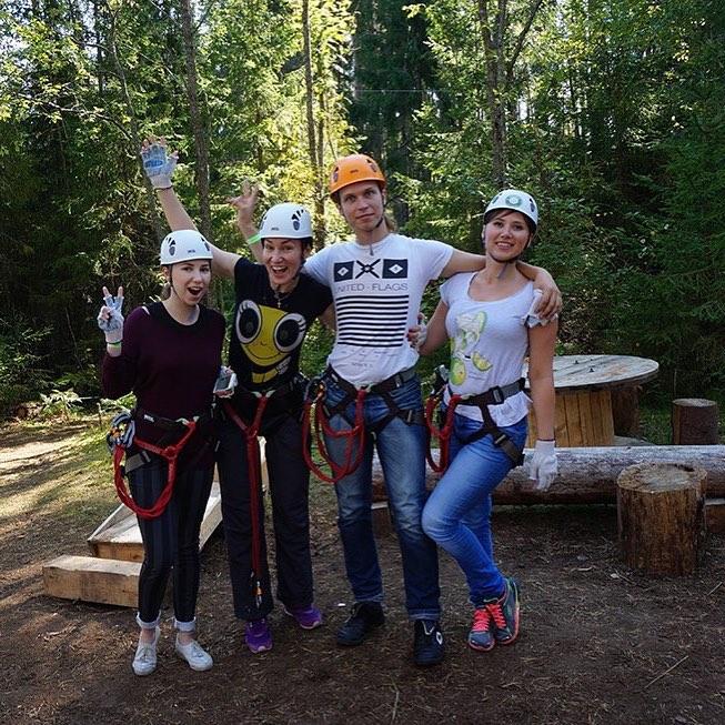 """Каждый день в GREENVALD Парк Скандинавия происходит что-то волшебное например на прошлой неделе к нам приезжали прекрасные ЖЖ блогеры и осветили веревочный парк своими улыбками и хорошим настроением🏻 Их отзывы можно найтии в жж блогах этих ребят @rina_anikerg @voin_sveta713 @meller713  А сегодня у нас проходит """"Миссис Спорт"""", где красивейшие девушки сражаются за звание самой спортивной🏻 Фотоотчет очень скоро! Работаем каждый день с 10.00 до 20.00️ Координаты: 60.287649, 29.744828"""