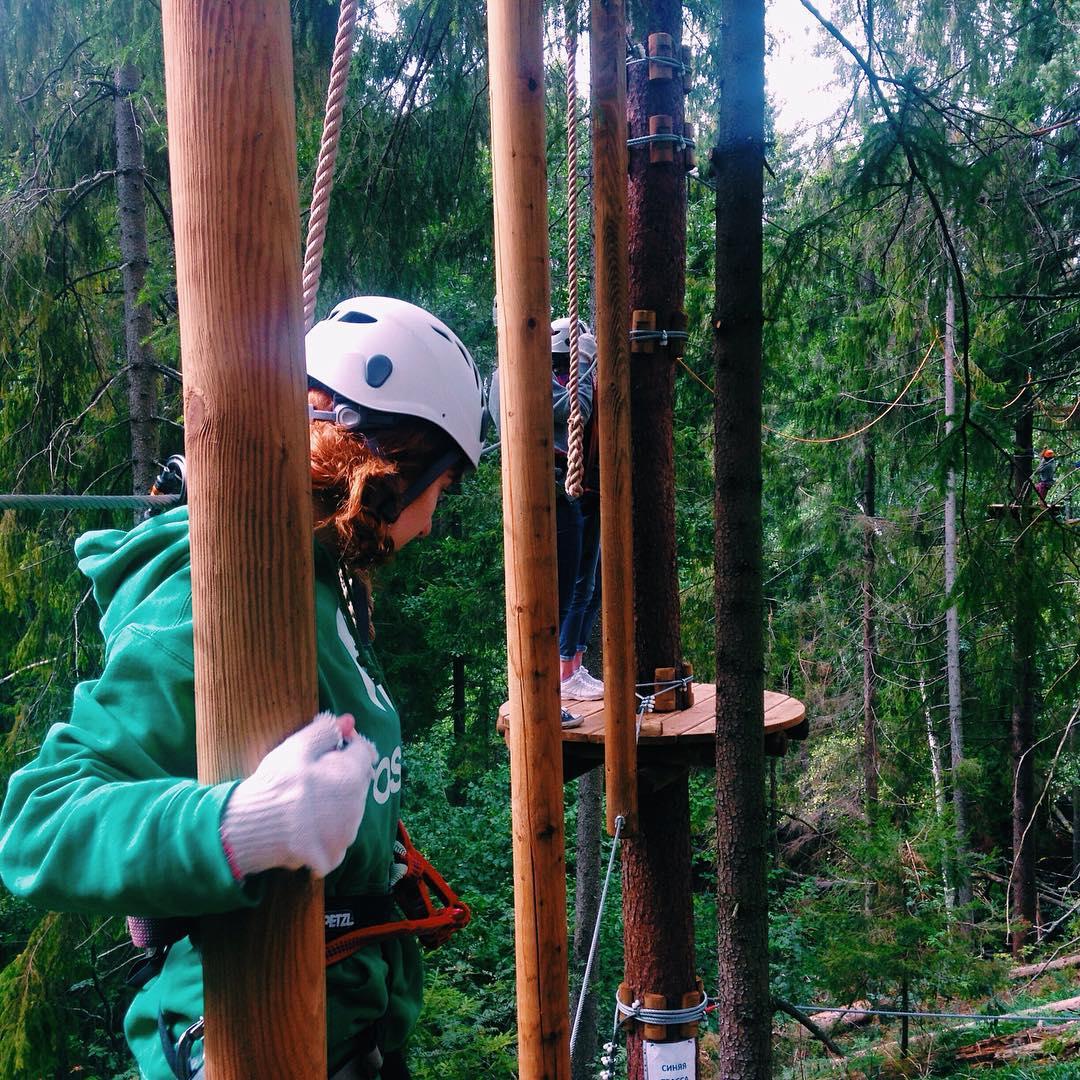 Веревочный парк GREENVALD Парк Скандинавия  позволяет  не только проверить себя  на бесстрашие и выносливость, но и разовьет ваше чувство баланса, благодаря увлекательным и сложным трассам Мы работаем каждый день с 10.00 до 20.00🏻 Координаты: 60.287649, 29.744828