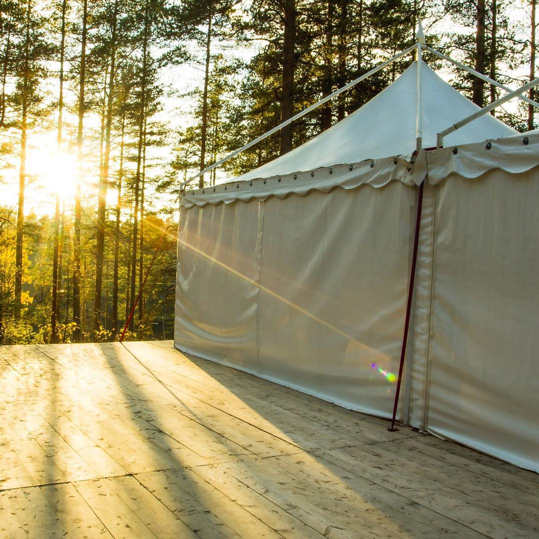 В GREENVALD Парк Скандинавия есть отличная ивент-площадка, вмещающая от 50 до 100 гостей, с прекрасной террасой и видом на озеро До конца октября акция, корпоративы и семейные мероприятия модно провести со скидкой 50% Подробности по телефону 929-92-46 Координаты: 60.287649, 29.744828
