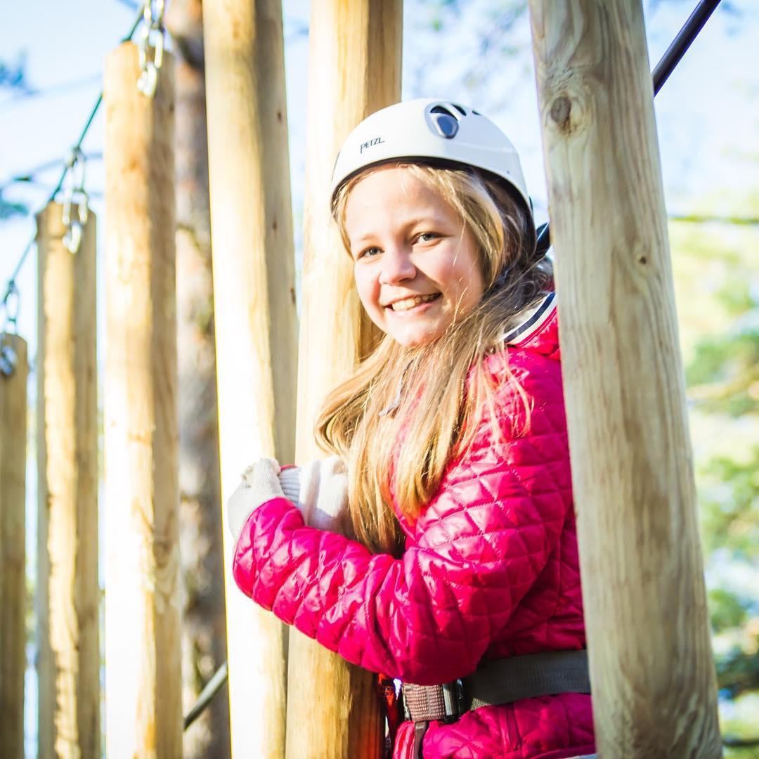Не так давно GREENVALD Парк Скандинавия  посещали счастливые дети из Первомайской школы, класс 7б Экскурсия получилась  яркой, а у детей не сходил здоровый румянец Напоминаем, что у нас действует программа для школьных групп со скидкой 50%🏻 Подробности по телефону 929 92 46 Парк работает каждый день с 10.00 до 19.00 Координаты: 60.287649, 29.744828