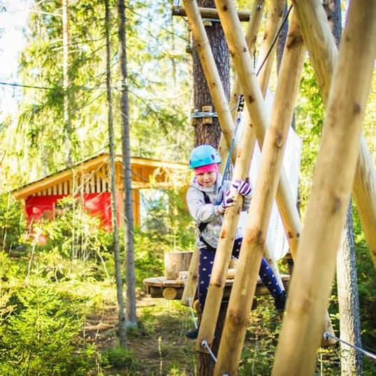 В нашей группе vk (https://vk.com/album-47035814_222200337) уже выставлены яркие снимки  профессионального фотографа Сергея Чепурных Успейте поймать последние лучики солнца загородом, GREENVALD Парк Скандинавия ждет вас каждый день с 10.00 до 19.00 Координаты: 60.287649, 29.744828
