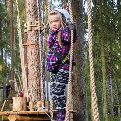 """На улице холодает с каждым днём , но мы не унываем GREENVALD Парк Скандинавия очень скоро превратится в Парк - """"зимнюю сказку"""" С большим количеством развлечений для взрослых и детей🏻 Парк работает для вас каждый день с 10.00 до 19.00 Координаты: 60.287649, 29.744828"""